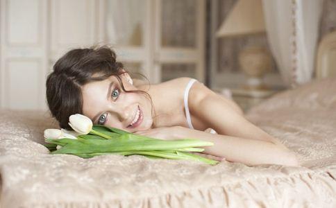 女性睡前注意什么 女性睡前三个好习惯抗衰老 睡前禁忌